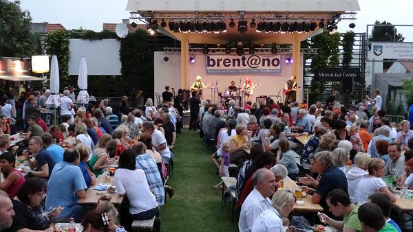 MonaLisa Twins live concert at summerscene festival gaenserndorf