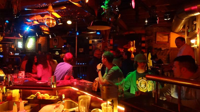 MonaLisa Twins live at Mamas Bar