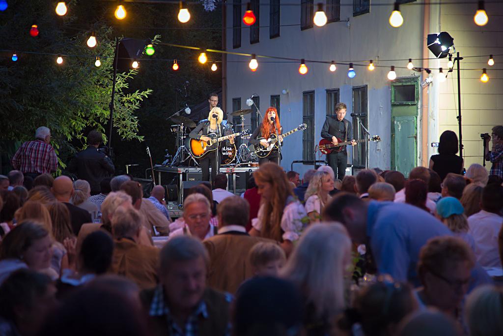 MonaLisa Twins at Backyard Festival 2013