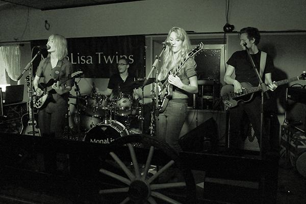 MonaLisa Twins live at Shamrock Pub Leopoldsdorf